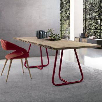Pilar, mesa con patas en barras de metal y un precioso sobre de madera