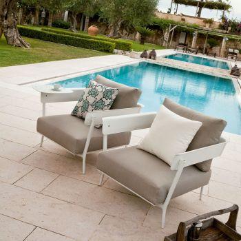 Aikana, confortable sillón en aluminio lacado para espacios exteriores
