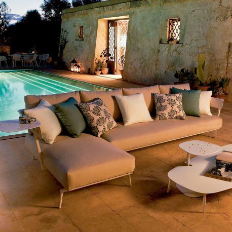 Aikana de Fast, sofá chaiselongue tapizado en tejido para exterior