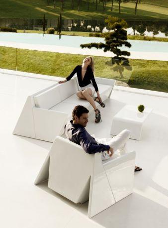 Conjunto de Butaca, Sofá y mesa de la colección REST de Vondom diseñada por Estudio A-CERO en color blanco