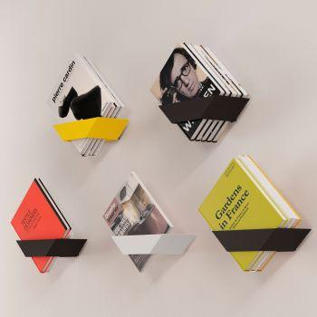 Koku, un estante que ahorra espacio y decora con tus libros y revistas