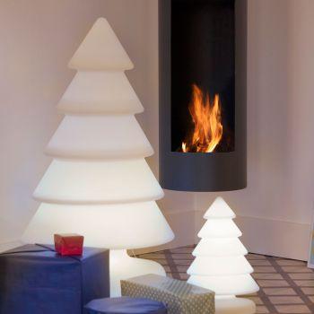 Snowy, un árbol de Navidad con luz