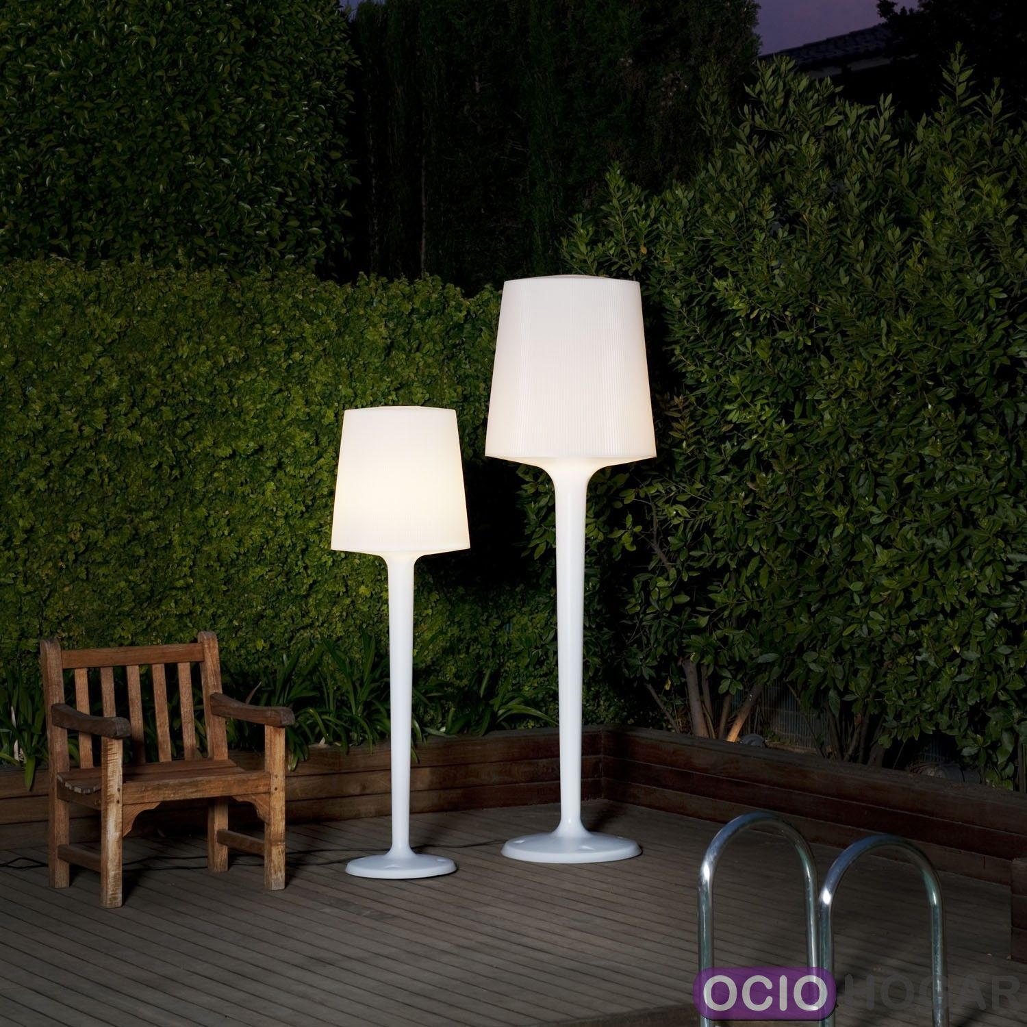 L mpara de pie inout metalarte for Luminaire de terrasse design