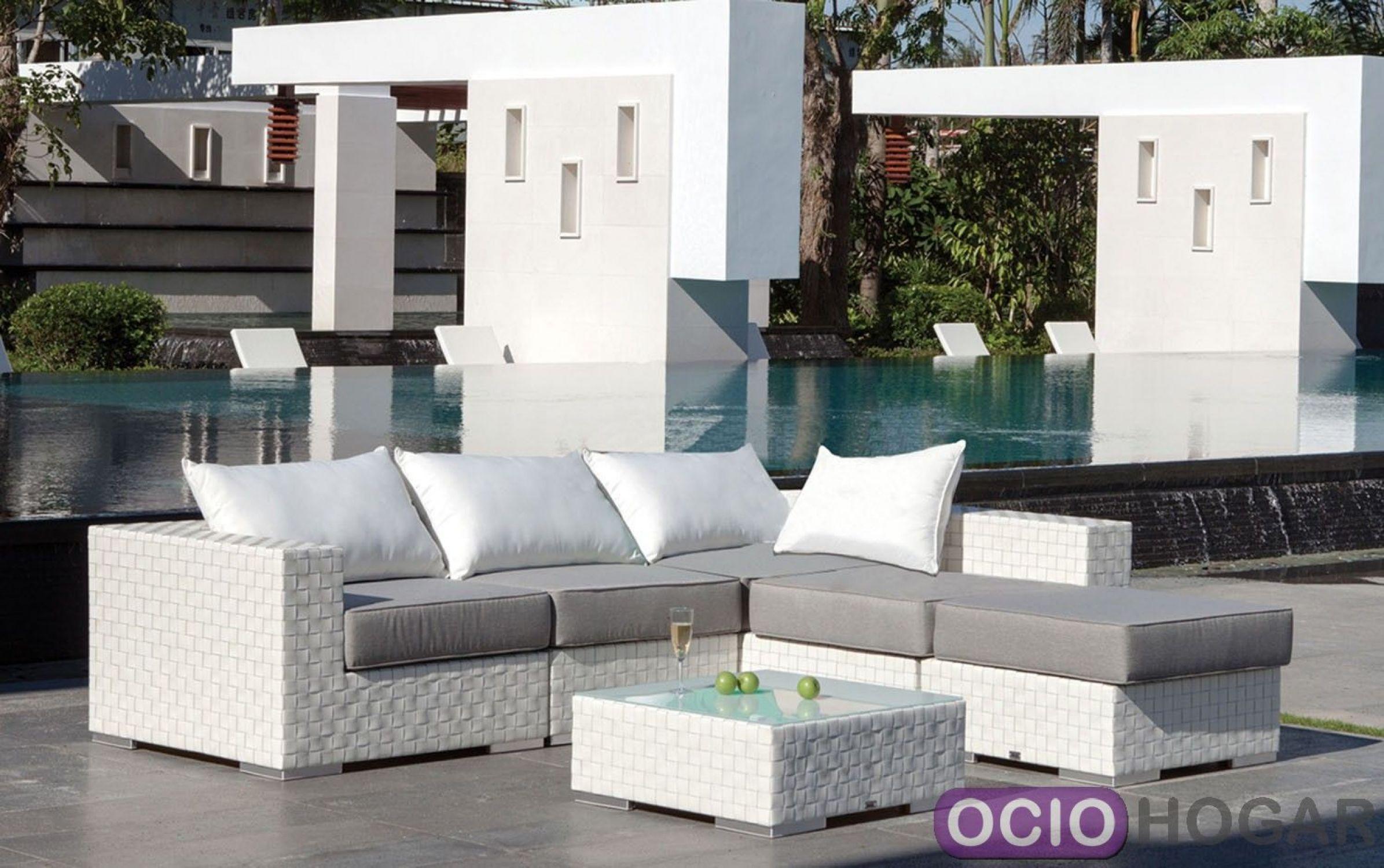 Sof modular y mesa de jard n bah a majestic garden for Sofa exterior esquina