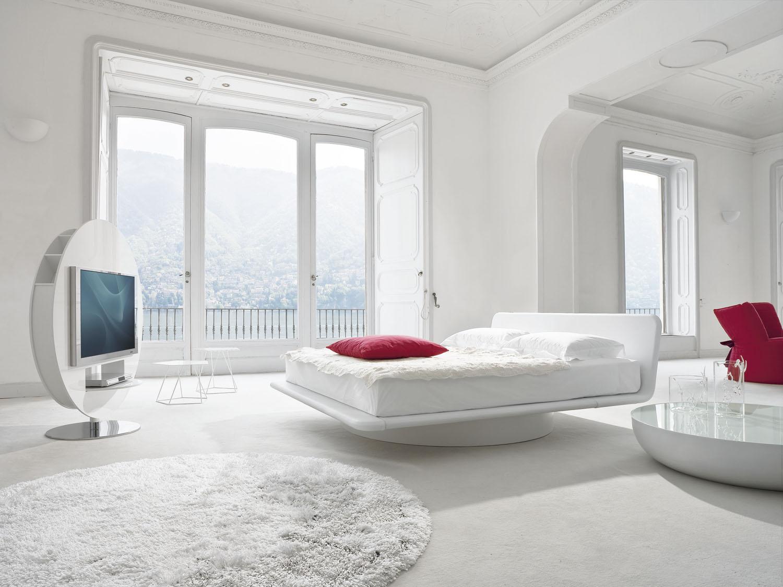 Cama Giotto y mueble de televisión Vision de Bonaldo