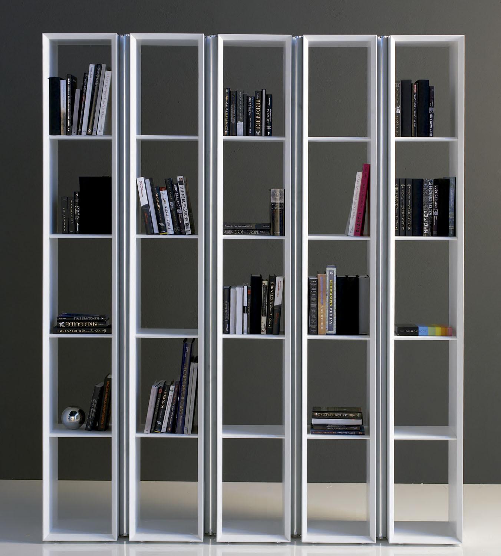 Separar un espacio en diferentes ambientes usando muebles for Muebles de libreria