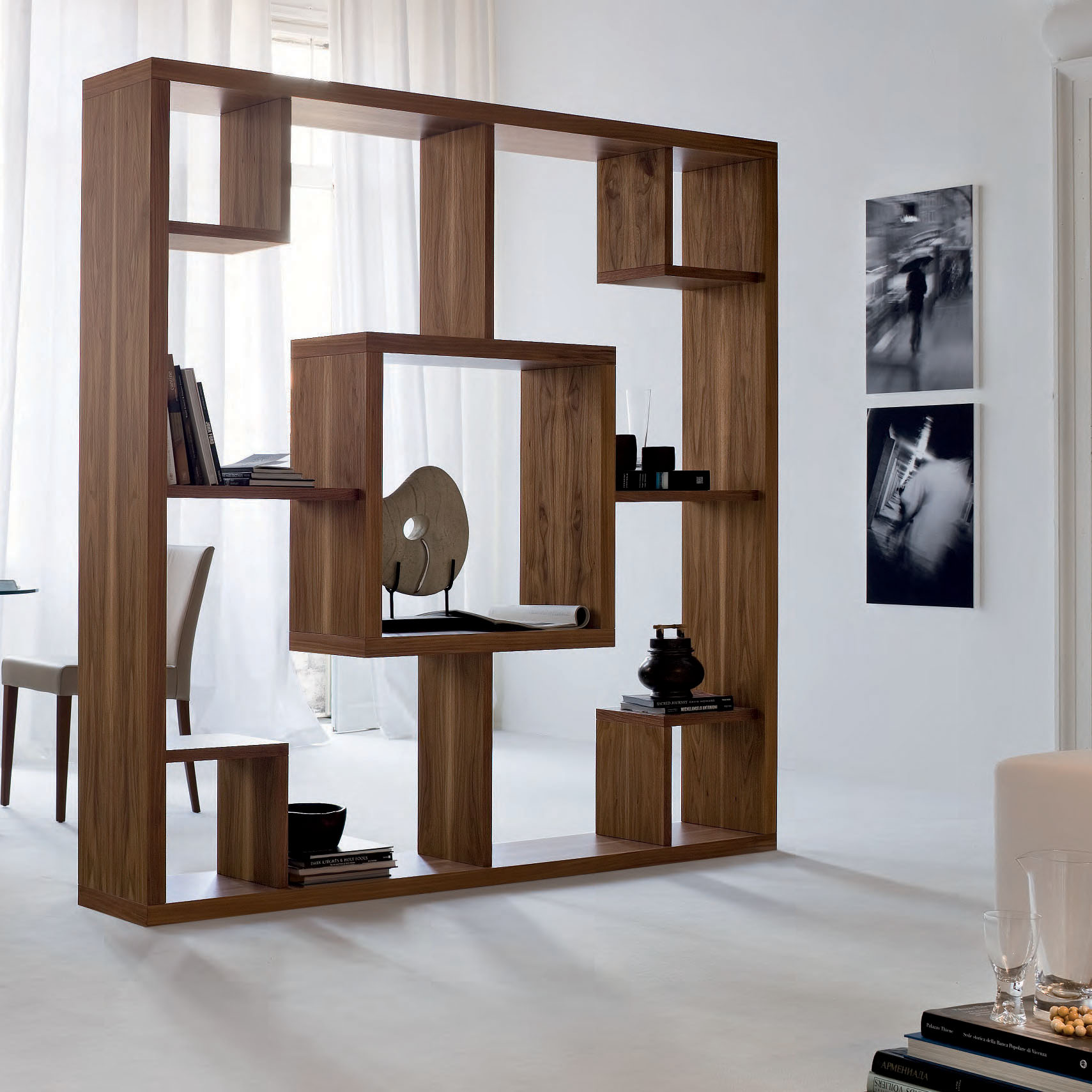 Separar un espacio en diferentes ambientes usando muebles - Muebles separadores de espacios ...