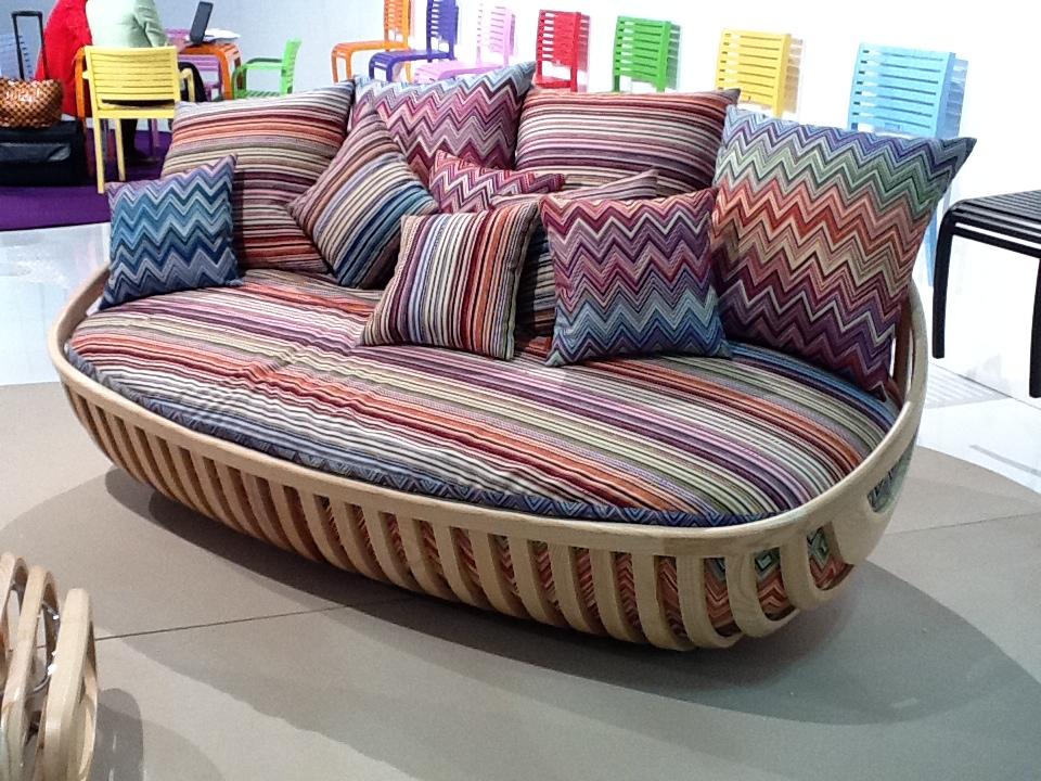 Sofá multicolor y ¡parece muy cómodo!