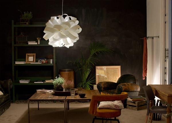 Lámpara Agatha de diseño sobre fondo negro