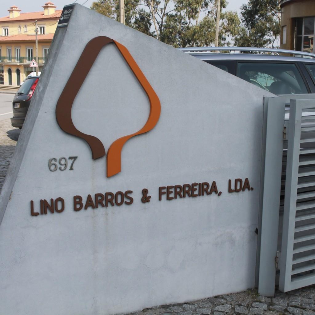 Entrada al edificio de Lino Barros & Ferreira, LDA (empresa gestora de Clara Home)